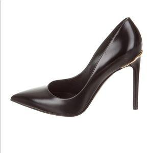 Louis Vuitton Leather Point toe pumps